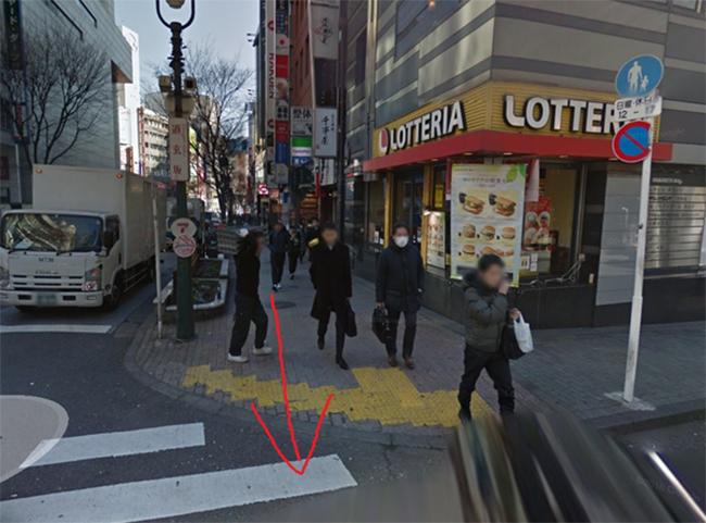 地下鉄 渋谷駅の2番出口からでで、ロッテリア渋谷道玄坂店の看板がある方面に歩き、道玄坂を登ります。