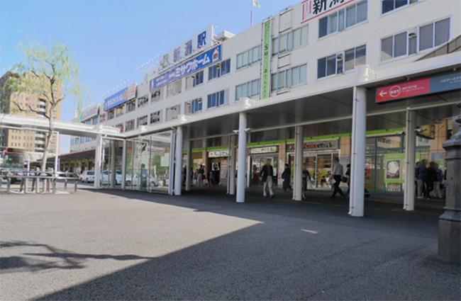 JR新潟駅の万代口から出ます。ドトールコーヒーやネットカフェがある方面に行き、交差点を渡ります。