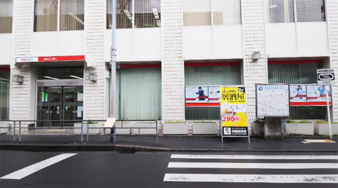前には三菱東京UFJ銀行淡路支店