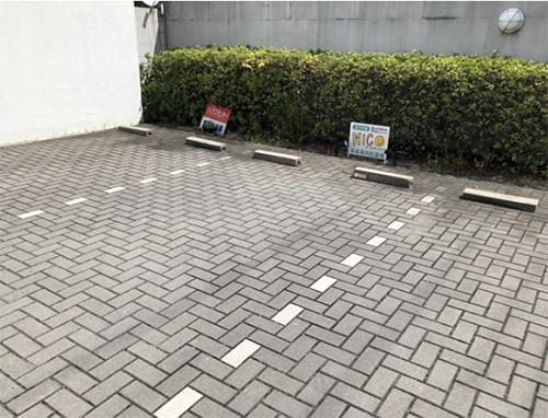 車で来店するときはマンション敷地内にある専用の駐車場を利用