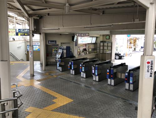 阪急電車神戸線「塚口」駅の北改札口を出ます。
