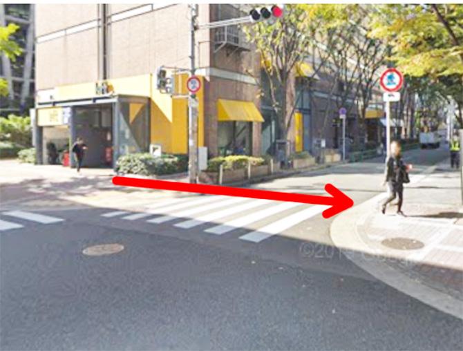 横断歩道を渡って毎日放送(MBS)側に進みます。
