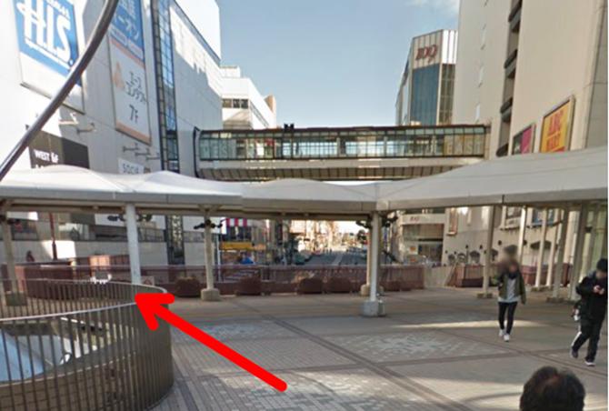 JR町田駅北口を出ると両側に町田東急ツインズのビル