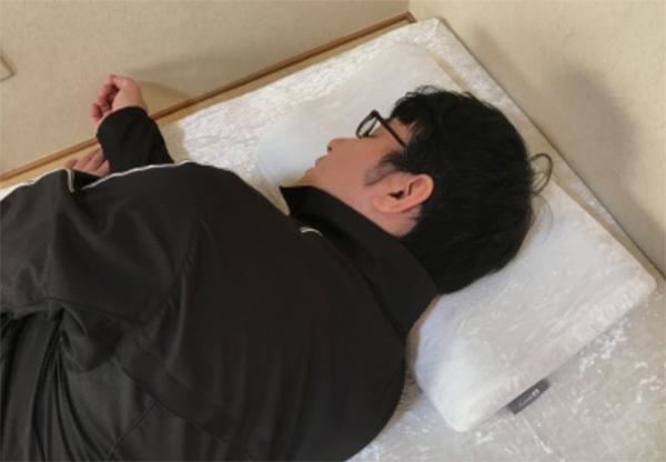 高さ調整を終えて、めりーさんの高反発枕を使い始めました