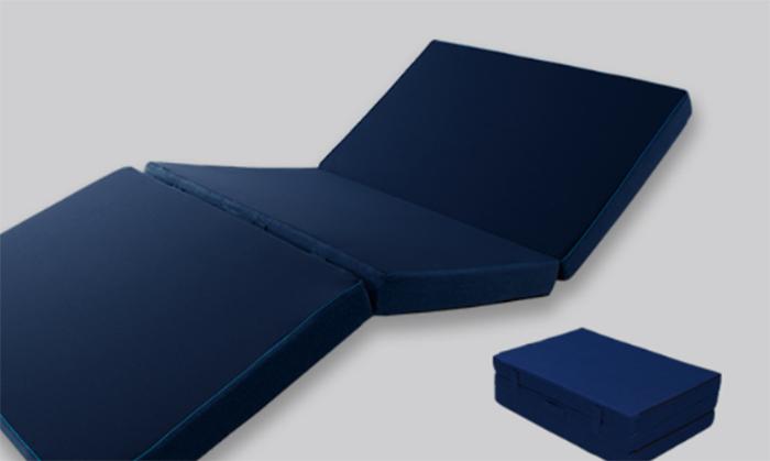 三つ折りタイプの厚さは9cm